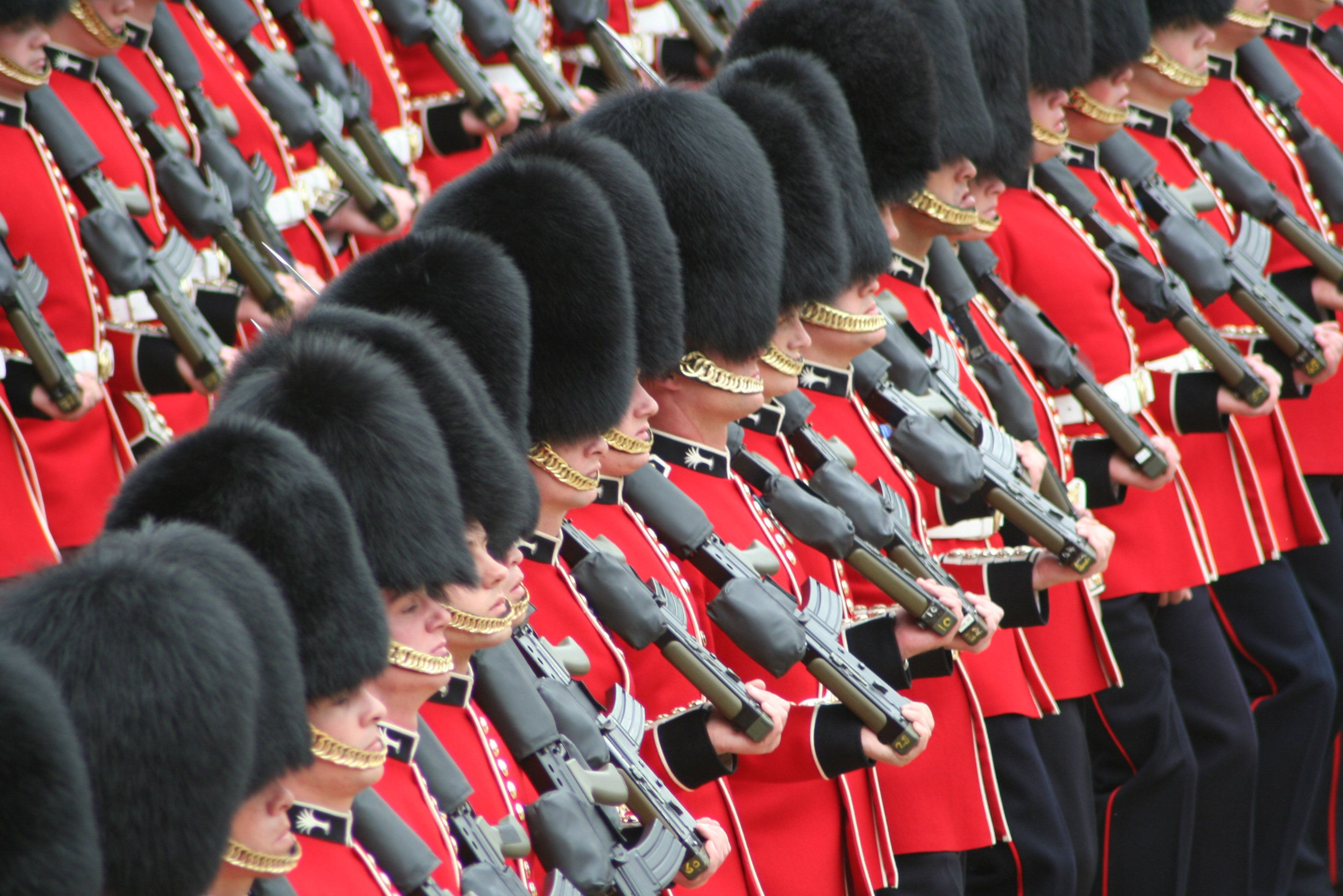 Soldiers_Trooping_the_Colour,_16th_June_2007