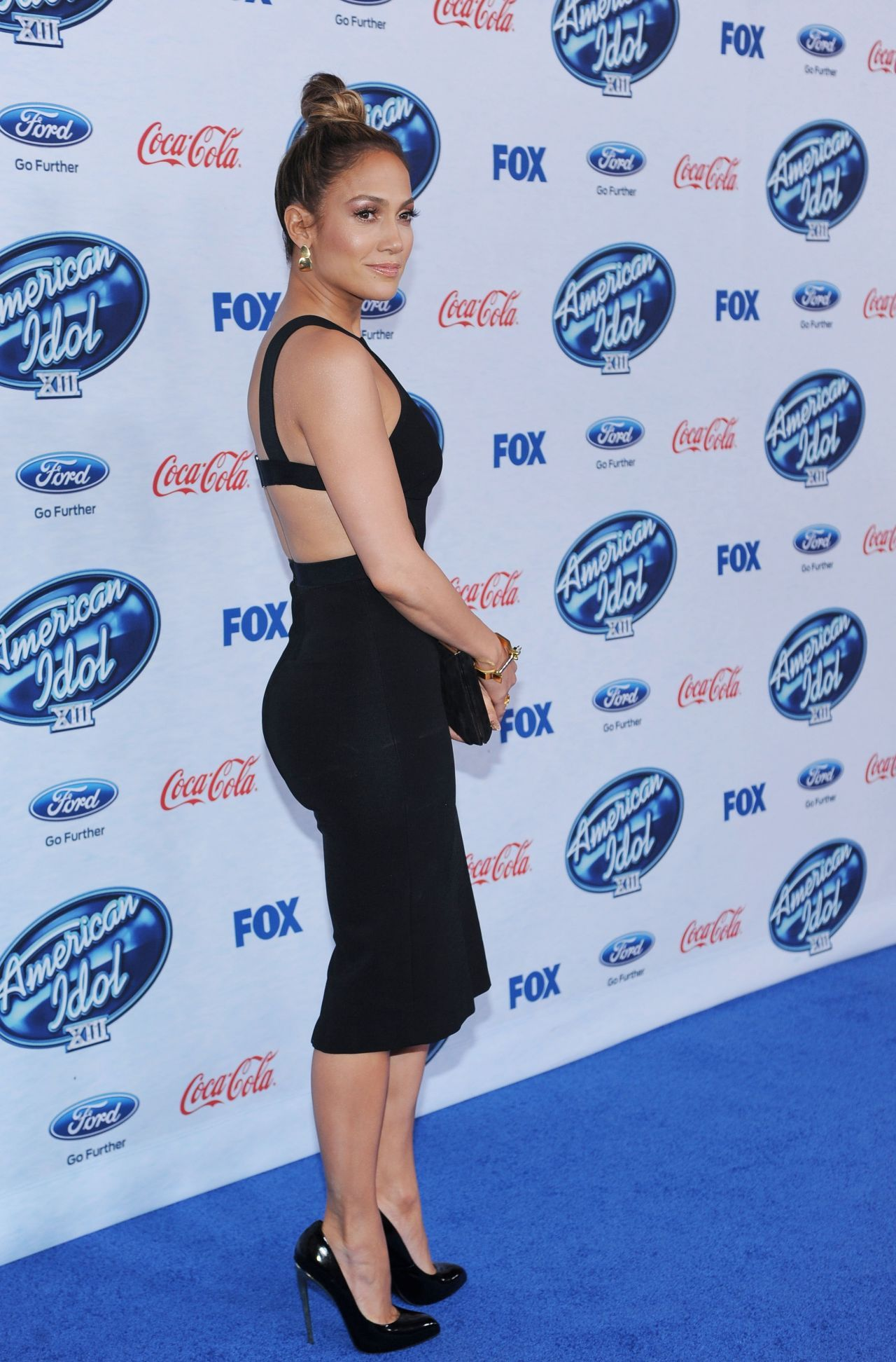 jennifer-lopez-attends-american-idol-finalists-party-in-west-hollywood-february-2014_1
