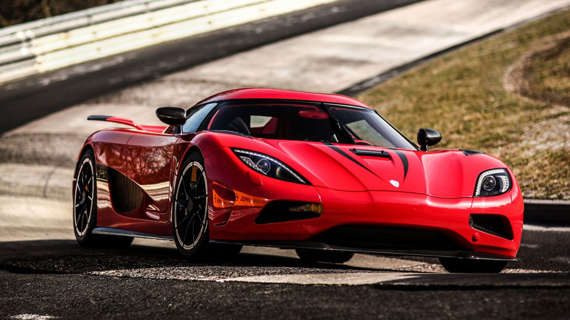 http://static0.therichestimages.com/cdn/1000/562/90/cw/wp-content/uploads/2015/04/Koenigsegg-Agera-R.jpg