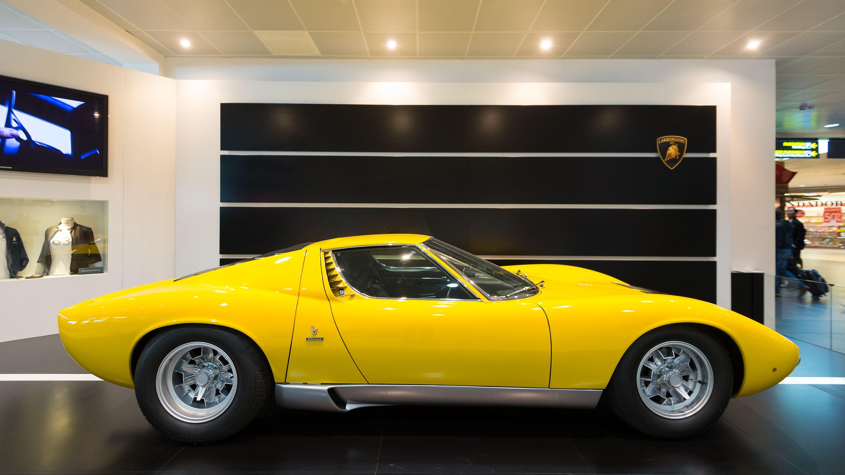 shutterstock_Lamborghini Miura