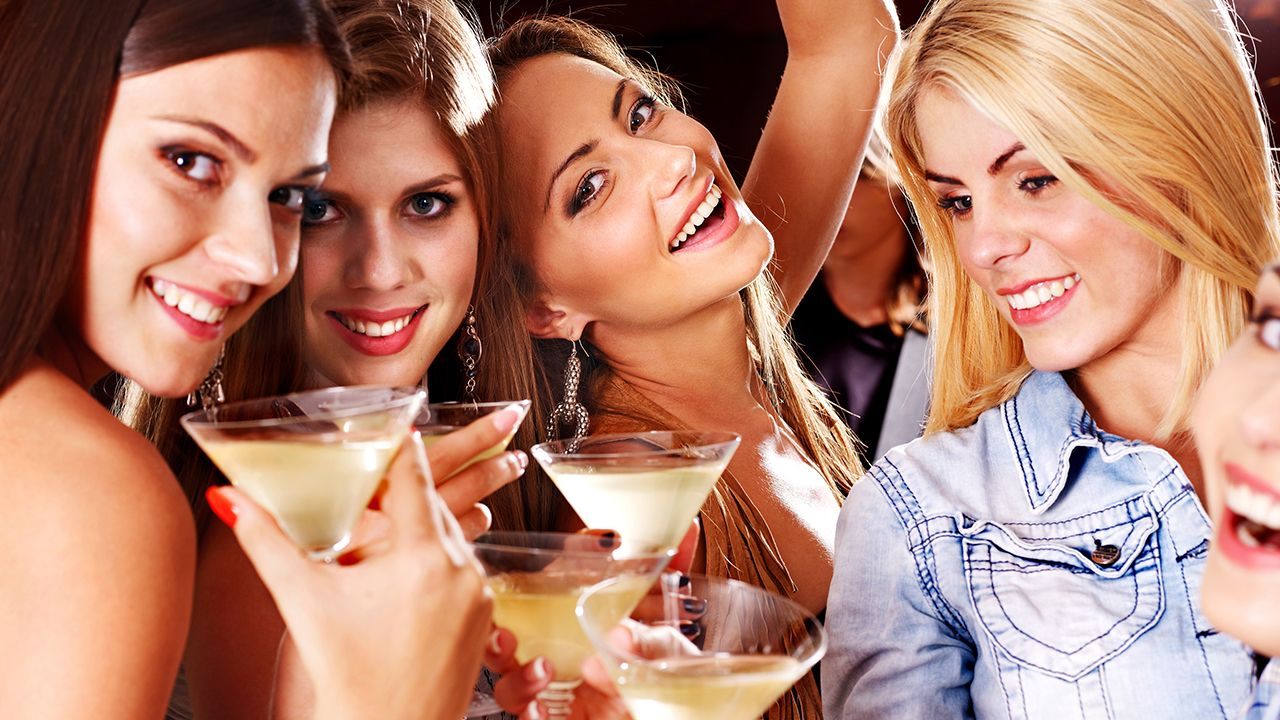 10 Drinks And What They Say About Her