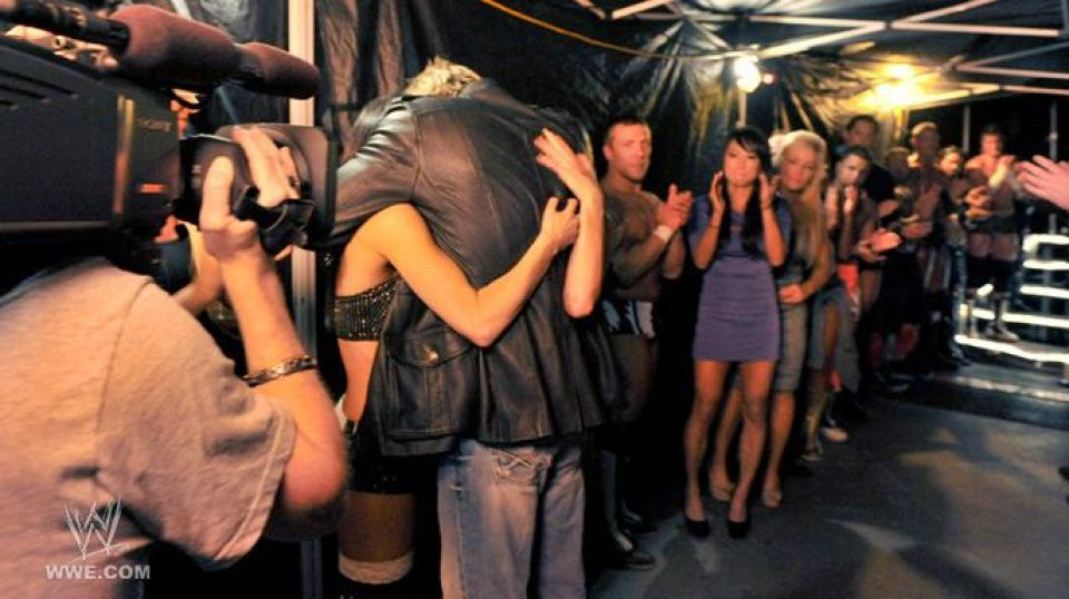 15 Of The Most Emotional WWE Pictures