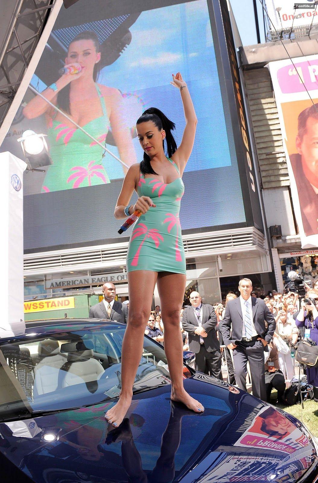 http://4.bp.blogspot.com/-4oWFxSBARCQ/Tu71HOA0kSI/AAAAAAAAAwE/XYO9-amBckU/s1600/Katy+Perry+Legs+and+Feet.jpg