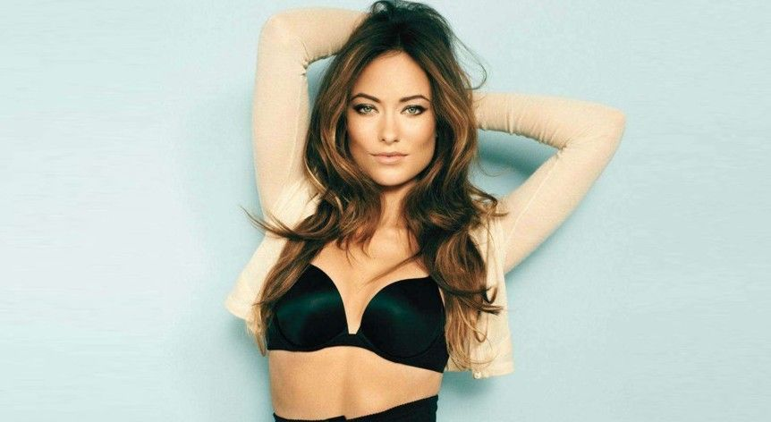 12 Celebs Who Prove Having A Small Bust Is Extremely Hot