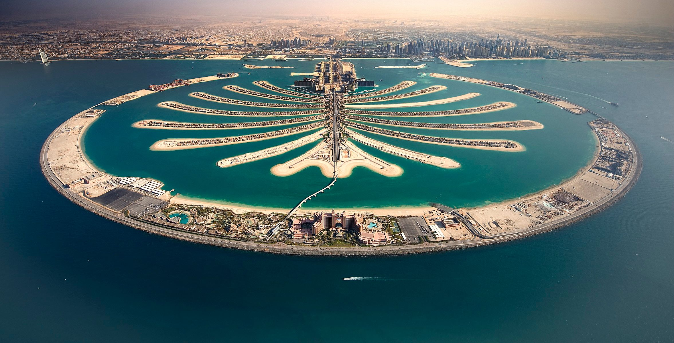 Top 3 Attractions of Dubai's Palm Jumeirah