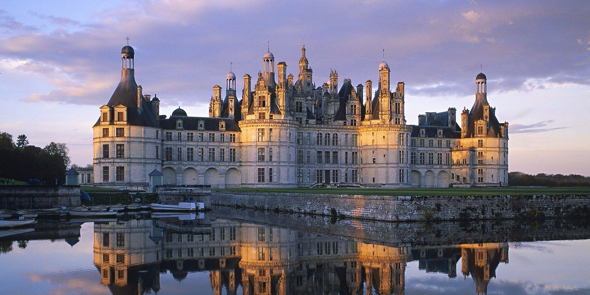 The 15 Most Luxurious Royal Palaces Around The World