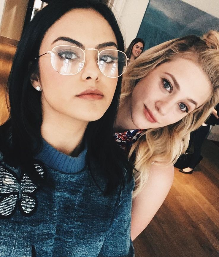10 Cw Co Stars Who Are Best Friends And 10 Who Cant Be In The Same