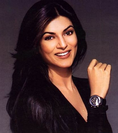 sushmita-sen-showing-her-watch